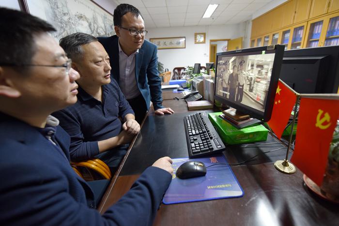 厦门:组织党员干部收看《红色通缉》专题片